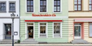 Kännchenklein Eis und Hafenbüro